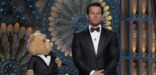 Bradley Cooper sums up how everyone feels watching Ted at the Oscars.