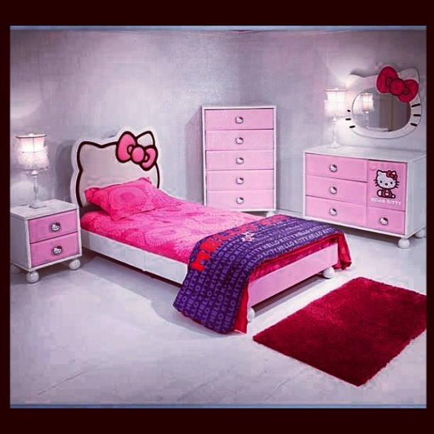 I want this room!!! 😍😍💗💗💗💗💜💜💜💜❤❤❤❤ #hellokitty #obsession