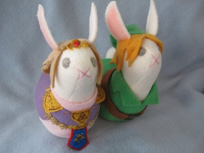 dodongodislikessmoke:  Link and Zelda bunnies by ~stitchnik