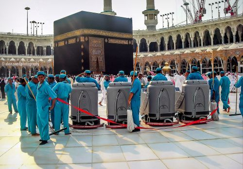 islamic-art-and-quotes:  Cleaning Crew at Masjid al-Haram From  the Collection: The Ka`ba
