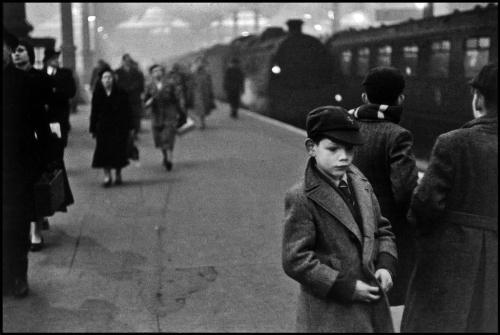 lapetitecole:  Bruce Davidson, England, 1956
