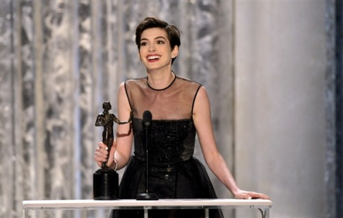 Hathaway, Jones claim early SAG Awards (Photo: John Shearer / AP) Sunday night's Screen Actors Guild Awards precede the Academy Awards by less than a month, and Oscar watchers are hoping the night will give them a few hints as to which films will capture the golden guy on Feb. 24. Read the complete story.