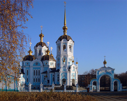 (via New Church in Old Style, a photo from Kharkivska, East | TrekEarth) Kharkiv, Ukraine