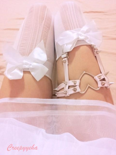 sukideen:  heart garter from creepyyeha