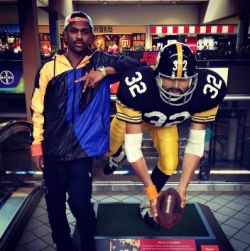 "sportsinmusic:  Big Sean poses with the Franco Harris ""Immaculate Reception"" figure while making a stop in Pittsburgh."