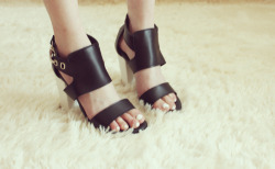 MOGUE strap color block sandal  www.artfitshop.com