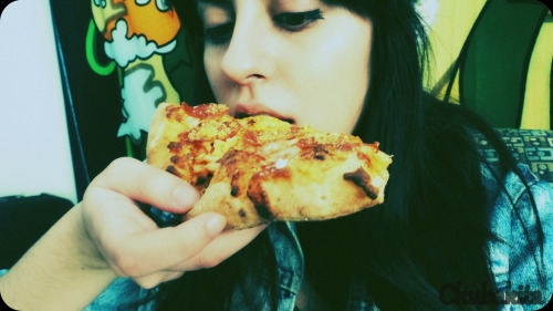 Eating that yummy pizza 0.0