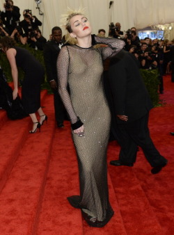 7th-palm-d-argent:  Miley Cyrus at the 2013 Met Gala