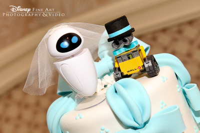 partymarshmallow:  Wall-e and Eve cake topper