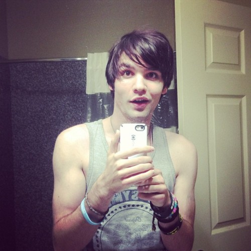 cyrishere:  BATHROOM SELFY IS THE BEST SELFY.. Rite guys?! … Guys?