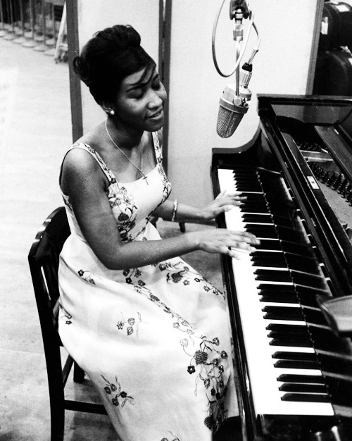 vintagegal:  Aretha Franklin recording for Columbia Records, 1961