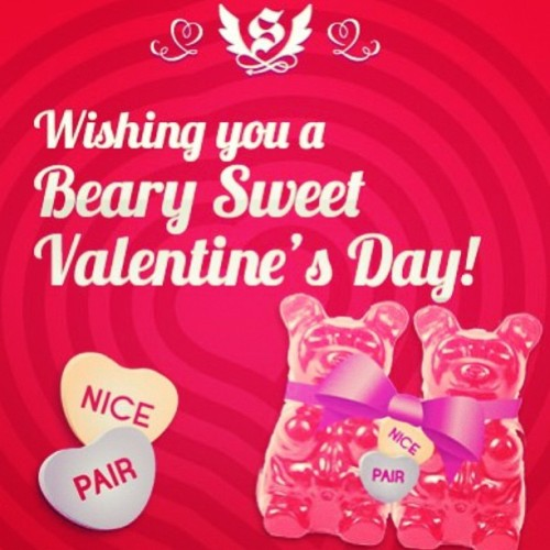 Gummy Bears Love to Stick Together! #valentinesday #gummybears #itsugar