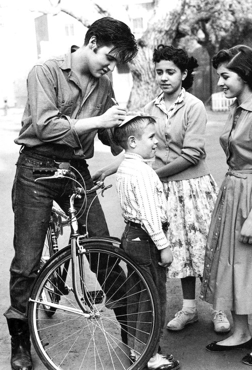terrysmalloy:  Elvis Presley stops to sign autographs for fans in Germany, 1959.