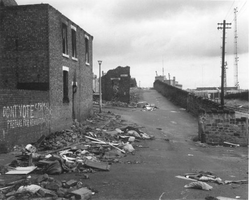slang-king:  Wallsend, Tyneside, 1977 - Chris Killip