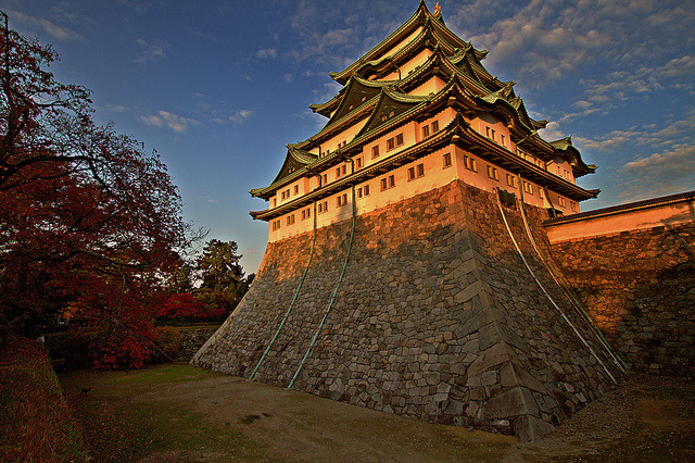 japanlove:  Nagoya Castle - 名古屋城 by stoicviking on Flickr.