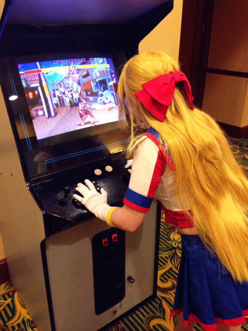 Sailor V playing Street Fighter at Crown. by saturnfire
