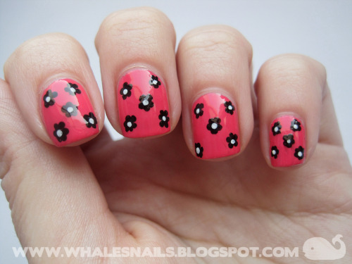 Black Daisy and Fracas http://www.whalesnails.blogspot.com/2013/03/fracas-chanel.html