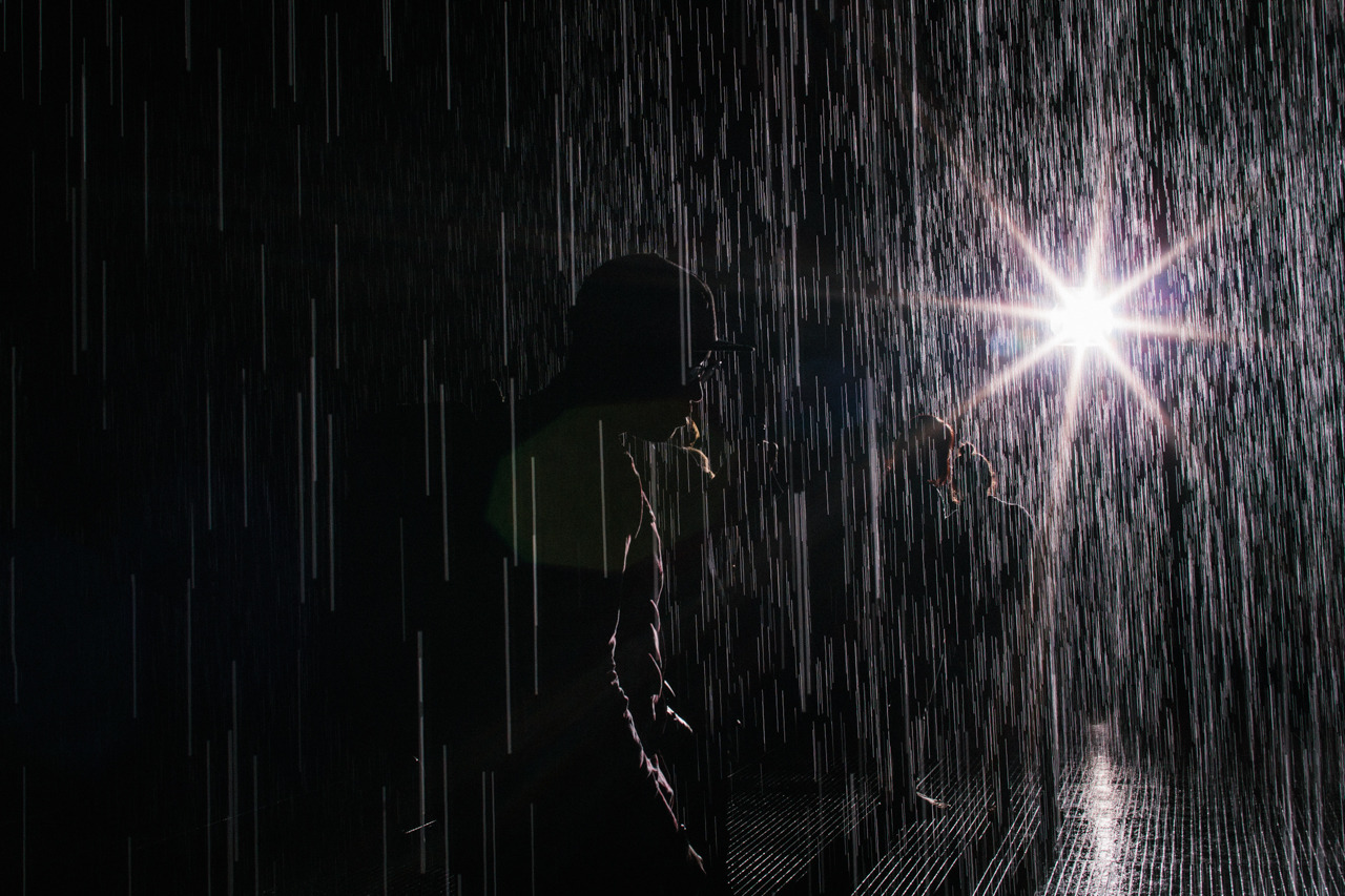 luciomx:  Rain Room at the MoMA with Ilitch Peters