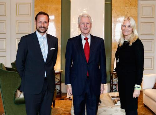 The Crown Princely couple meeting with former US president, Bill Clinton   Yay 3 of my favorite people, all in one photo!