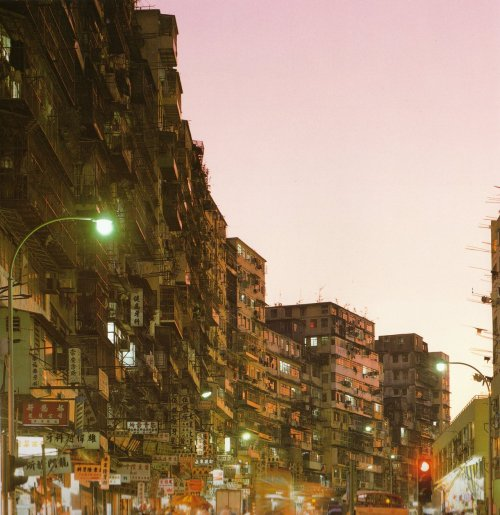 overstate:  Kowloon Walled City | A population density nightmare Kowloon Walled City was a largely ungoverned Chinese settlement in Kowloon, Hong Kong, comprising of 350 interconnected high-rise buildings where 33,000 residents lived within a plot measuring just 210 meter by 120 meter. Originally a Chinese military fort, the Walled City became an enclave after the New Territories were leased to Britain in 1898. Its population increased dramatically following the Japanese occupation of Hong Kong during World War II and reached a peak of 33,000 residents in 1987. When it was demolished in 1993-94, it was thought to be the most densely populated place on earth.