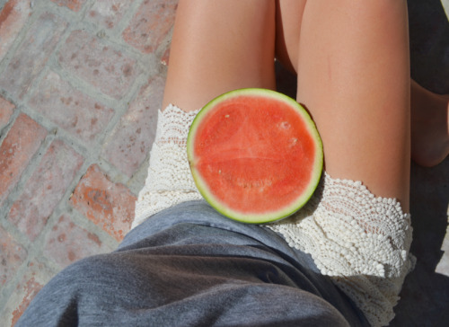 kiwi-fusion:  theamphotography:  Summer fruits  beachy and tropical