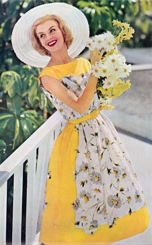 modcloth:  We love this daisy-bedecked dress from 1960! (via My Vintage Vogue)