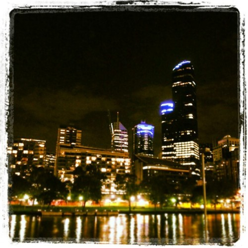Melbourne by night… #Melbourne  (at Southbank Promenade)