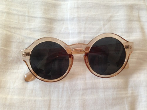 bonita-bliss:  youthllust:  new sunnies  supah cute