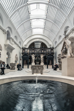 thewindsinmyheart:  allthingseurope:  Victoria and Albert Museum, London, UK (by Arnodil)  ahalfofawhole!