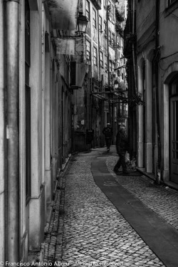 lensblr-network:  Walking through Coimbra. by Francisco António Abreu  (througmyeyes.tumblr.com)