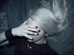 girl fashion Grunge nails Alternative hairstyle pale white hair giorgia1996 keepcalmandquestasonoio