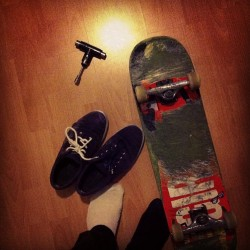 It's late in the evening and I about to go skate #skate #skateboard #night #mission