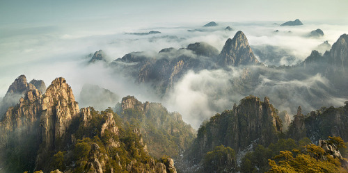 Huang Shan Sea of Cloud by yatlee on Flickr.