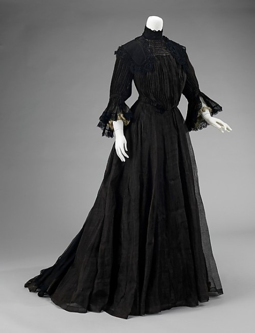 Mourning dress, 1902-04 US, the Metropolitan Museum of Art
