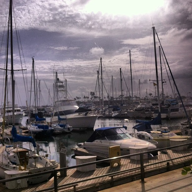 Cloudy, yet beautiful day~ #longbeach #sunshine #clouds #harbor (at Joe's Crab Shack)