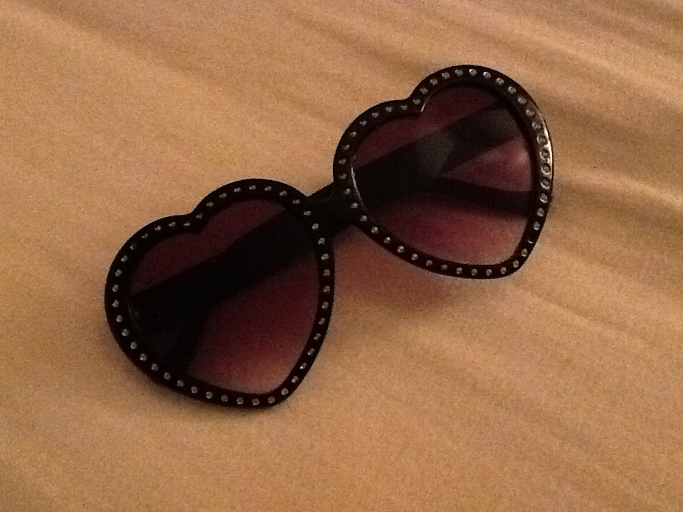 Got these cute rhinestone heart glasses for 5€