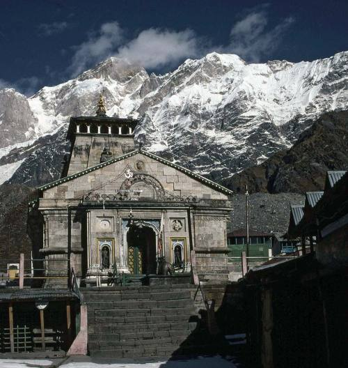 himalaya-photos:  Hindu temple at Kedarnath, Uttarakhand Himalaya, India