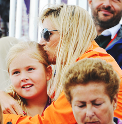 beautifulroyals:  royal women + their daughters.