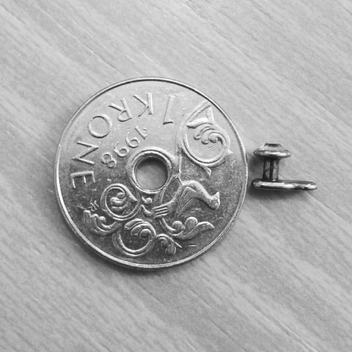Har tatt ut microdermalen…#microdermal #piercing #krone