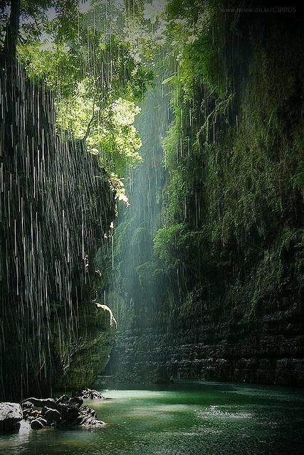 themagicfarawayttree:  Green canyon in Indonesia