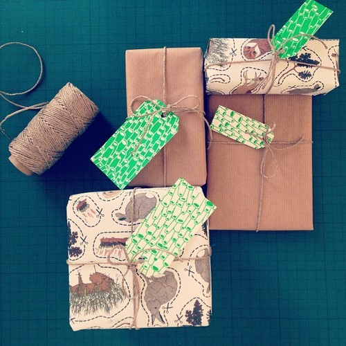 Screen printed gift tags from Utiskogen. Available here.
