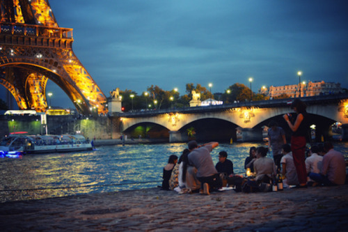 Planning a picnic in Paris? My favorite places are on Fathom - Way to Go. Check it out!  (Picture of our Kinfolk picnic last year by De quelle planète es-tu?)