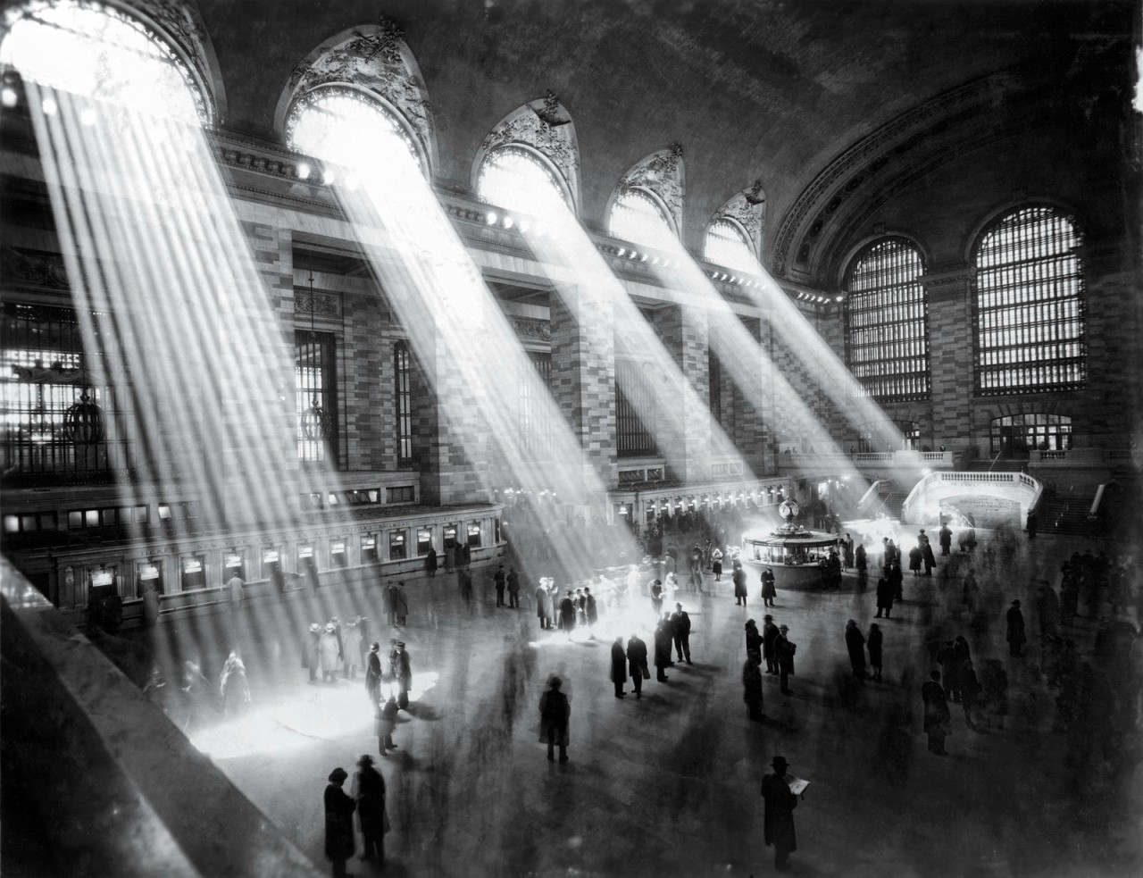 historicporn:  NYC Grand Central Station. The sun doesnt shine in like that anymore on account of taller buildings.1929.