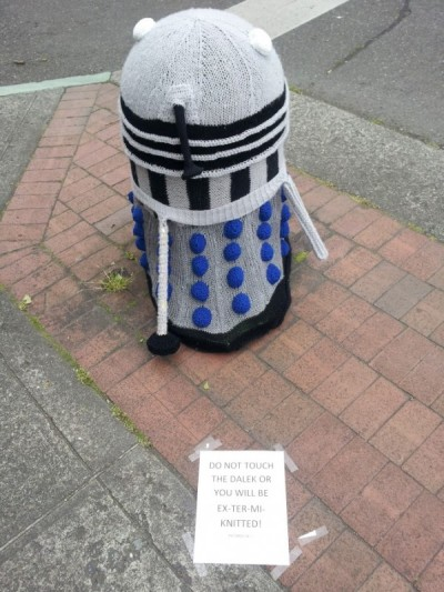 geekartgallery:  Dalek Yarn Bomb in Bellingham, WA Photo by Kevyn Jacobs Via Boing Boing