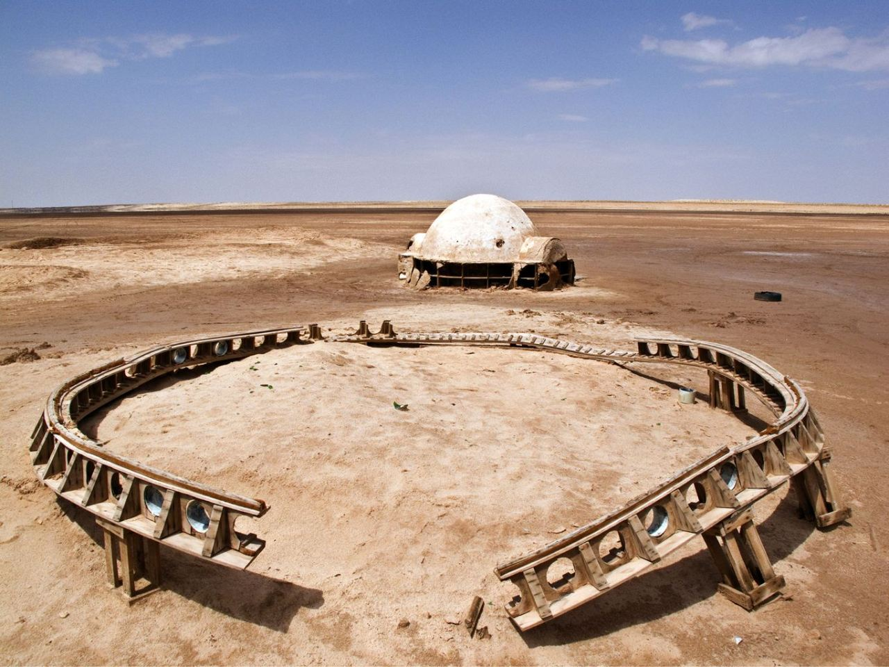 yeltumpar:  Abandoned Star Wars sets, definitely the coolest thing you will see today…  via YeLPar