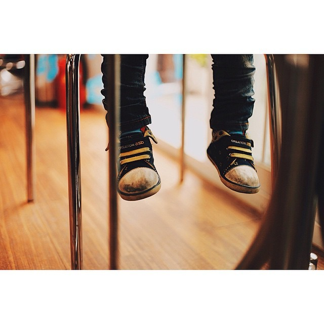 This reminds me of the struggle of growing up. I would get so concerned that my feet wouldn't touch the ground. These days I'm concerned Someone will step on my long feet. #Mykindofweekend #hanging out with a bunch of #cuties. #kids are Damn #cute. #VSCOCcam #tagsforlife #details #Instagram Mtembezi #photography   (at 양주)
