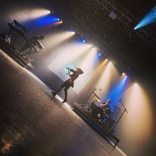 "spontaneouslindsey:  ""First show of this Europe run in Moscow tonight! 🎹🎻🎵 @lindseystirling @thekidd1986"""