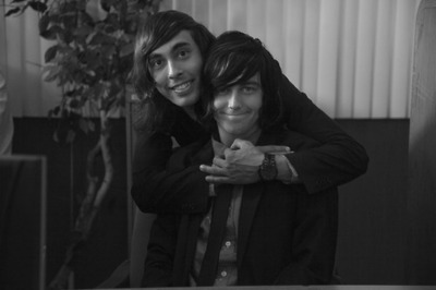 beautylieswithinourtrueselfs:  Vic and Kellin <3