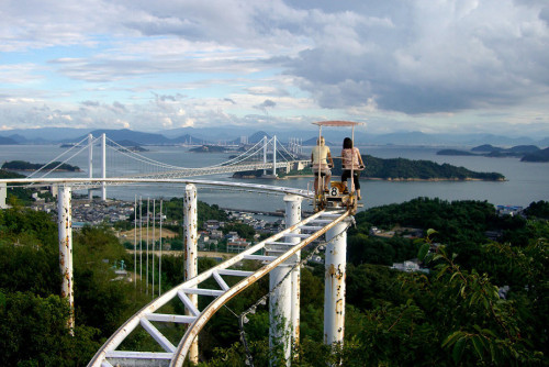 awesome-pictures-awesome:  This is the Skycycle, a ride in Japan that is pedal powered.  click for ze pics