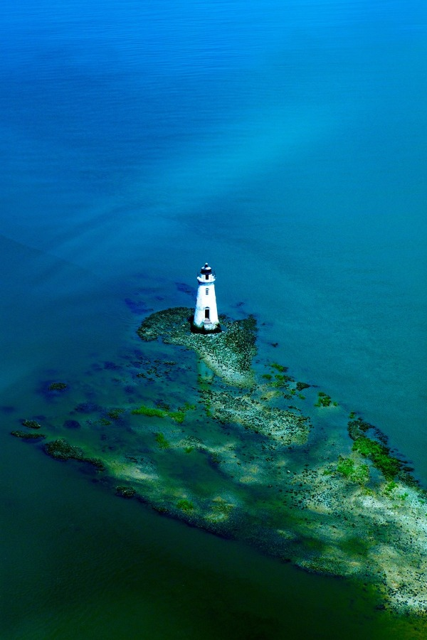 7000stars:  Lighthouse (by Nathan Jones)